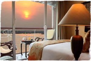 Jayavaman River Cruise Room
