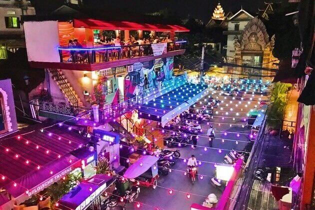 Mekong Eyes Explorer River Cruise-Phnom Penh nightlife
