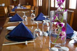 RV Kanee Pandaw Dinning Table